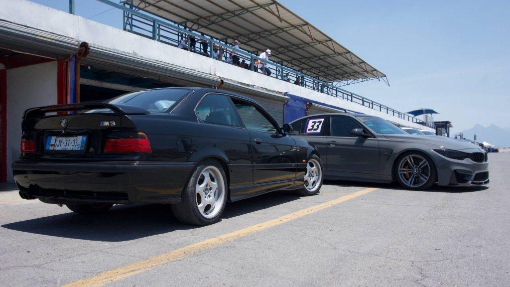Vista panorámica de un M3 E36 y un M3 F30, dos generaciones compartiendo pista.
